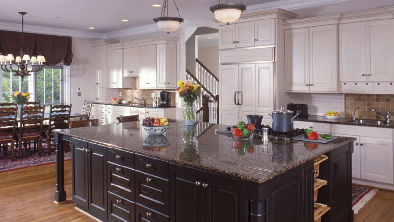 Country House Kitchen - Oakton, VA